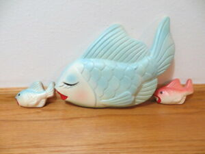 LARGE BLUE FISH W/2 SMALL CHALK WARE WALL PLAQUE HANGING