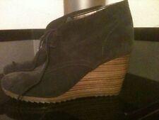 Damenstiefel & -stiefeletten mit Keilabsatz/Wedge im Boots-Stil aus Wildleder