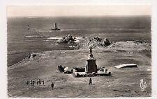 la pointe du raz  statue de notre-dame des naufragés et le phare de vieille