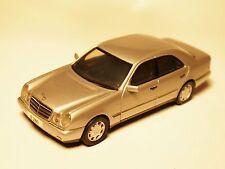 """Mercedes W 210 """"E Klasse"""" 280 ELEGANCE in silber silver metallic, Herpa 1:43!"""