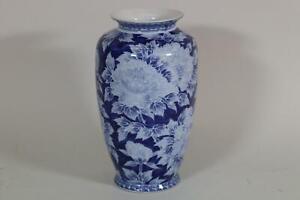 Chinesische Vase Porzellan blau weißes Blumendekor Bodenmarke (RK617)