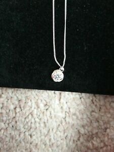 BRAND NEW 9,25 Sterling Sliver cubic zirconia NECKLACE.Circle design