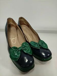 Vintage Bow Shoes 1960s, patent leather, navy and green, size 37 UK4