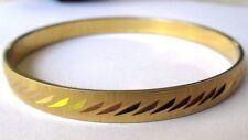 bracelet rétro rigide signé MONET bijou vintage couleur or finement gravé  364