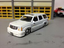 """1/64 2002 Cadillac Escalade in Pearl White/Gray Int        Slammed on 22"""" DUBS"""