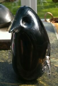 HEAVY VINTAGE WEDGWOOD GLASS PENGUIN PAPERWEIGHT, BLACK/CLEAR, 14 CMS., PERFECT.
