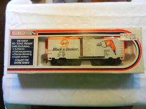 LIFE LIKE - HO  SCALE - VINTAGE S/D BOXCAR   # 08484  -   BLACK & DECKER