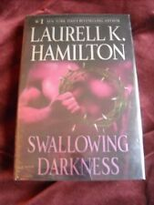 Laurell K. Hamilton - SWALLOWING DARKNESS - 1ST