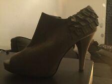 Womans peep toe beige grey heels size 6