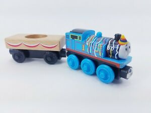 Thomas & Friends Wooden Railway HAPPY BIRTHDAY THOMAS & CAKE CARGO CAR Train