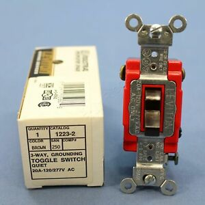 NIP Leviton Brown INDUSTRIAL Grade 3-Way Toggle Light Switch 20A 1223-2 Boxed
