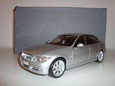 Bmw 3er Limousine e90 plata metálica dealer muy raro 1:18