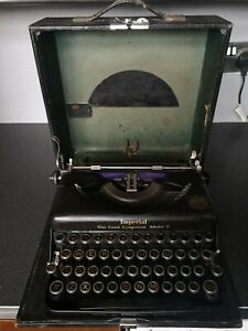 Imperial The Good Companion Model T Typewriter Vintage