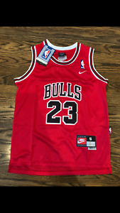 NWT Chicago Bulls Throwback Michael Jordan 23 Red YOUTH Retro Jersey