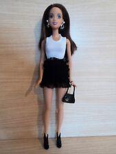 Barbie Morena Hermosa En Fashionistas. Negro y Blanco de la colmena dress & Accesorios