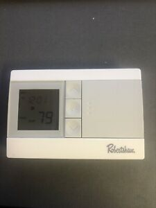 Robertshaw RS3110 Digital Programmable Thermostat ~ Used ~ Tested & Works