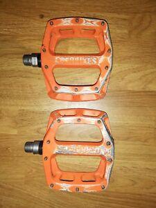 Dmr V12 flat pedal's
