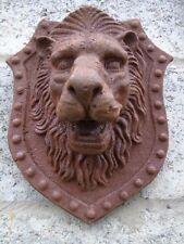 LION , tête de lion mural en fonte pat rouillé, fontaine - jet d eau , fronton.