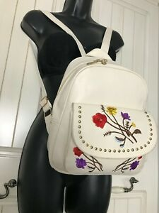 Very pretty embroidery backpack vintage handbag lockable lightweight to carry