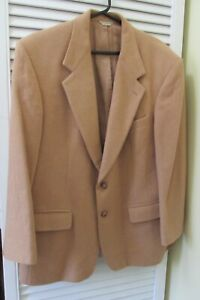 VINTAGE BILL BLASS MENS JACKET IN CAMEL HAIR - EXCELLENT PREOWNED CONDITION