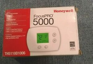 TH5110D1006 Honeywell FocusPRO 5000 thermostat, some wear on box