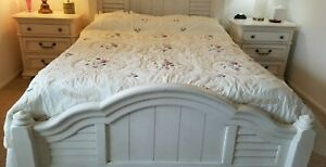 """Vintage Quilt Hand Quilted 88 x 88"""" Crochet Appliqued Ruffled Beige"""