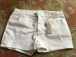 MARKS & SPENCER WHITE RESPONSIBLY SOURCED COTTON DENIM SHORTS SIZE 16 BNWT