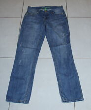 Womens size 10 boyfriend style ow rise distressed denim jeans made by DENIM CO.