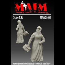 Arabic Civilian #1 female carrying a bag  / 1:35 Scale resin model kit