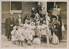 PARIS c.1930 -Hôpital Enfants Malades Distribution Cadeaux Reine Beauté- PRM 627