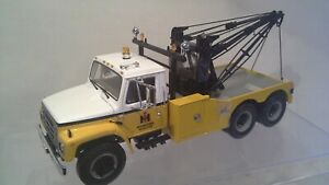 International Harvester S Series Tow Truck w/Holmes Wrecker Unit 1:25  1st  Gear