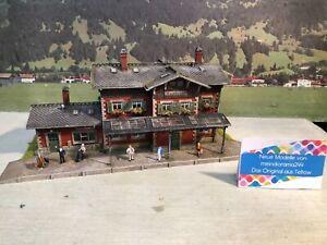 👍Diorama Bahnhof Waldbronn viele Figuren patiniert gealtert H0 1:8👍