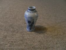 Delft blue and white vase (n/delft)