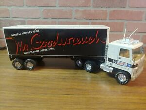 NYLINT Pressed-Steel GMC Tractor/Trailer Mr.Goodwrench