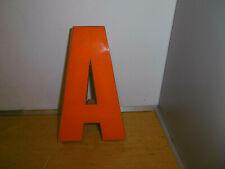 Ancienne  Lettre d enseigne orange 21 cm ,années 70s vintage déco indus,