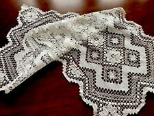 VINTAGE WHITE NEEDLEWORK LACE TABLE RUNNER 15X31 INCHES