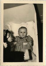 PHOTO ANCIENNE - VINTAGE SNAPSHOT - ENFANT BÉBÉ JOUET PELUCHE SINGE - MONKEY TOY
