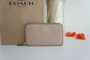 NWT Coach C4124 Medium Id Zip Wallet in Pebble Leather Taupe $188