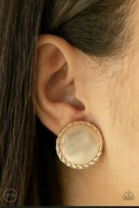 PAPARAZZI GET UP AND GLOW ROSE GOLD FRAME GLOWING CATS EYE MOONSTONE CENTER CLIP
