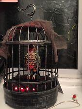 """Halloween 10.5"""" ANIMATO DA APPENDERE parlando & Light Up Parrot Ghost Uccellino in gabbia"""