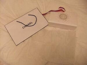 CHANEL Gift Bags and Tissue Christmas !