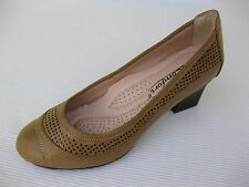 Le Comfort Womens Shoes NEW $58 Betta Sand Tan Perfed Pump 9 M