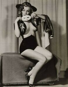 """MARILYN MONROE - 10"""" x 8"""" b/w Late 1940s / Early 1950s Modelling Photograph"""