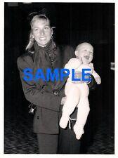 ORIGINAL PRESS PHOTOGRAPH TATUM O'NEAL & KEVIN MCENROE SON OF JOHN MCENROE 1986