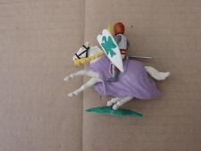 Timpo Toys- ein Topfhelmritter mit braunen Helm - zu Pferd