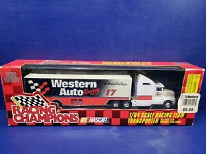 1996 Racing Champions 1:64 Scale Team Transporter NASCAR  Darrell Waltrips #17