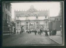 Italie, Rome, Porte près du Panthéon, ca.1900, Vintage silver print Vintage silv