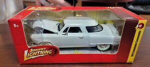 1951 Studebaker Commander WHITE LIGHTNING 1:24 Johnny Lightning Die-Cast R49