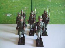 8 Lineol Soldaten im Marsch