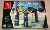 AMT Garage Accessory Set 3 Get On Up Car Lift 1:25 scale model kit new 17
